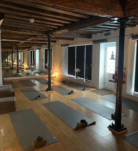 Hot yogastudio verwarmd door Herschel