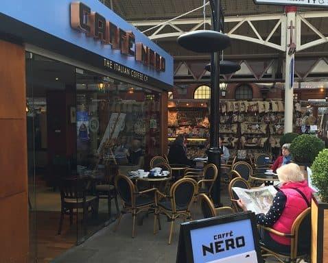 Caffe nero verwarmd door Herschel