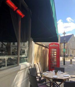 Herschel Manhattans verwarmt restaurant in de buitenlucht