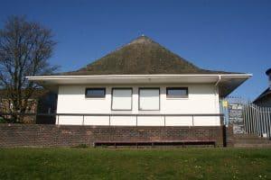 Vervallen gebouw omgetoverd tot gerenoveerd project voor de Men's Shed Charity